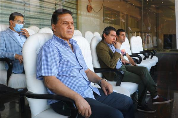 البدري وجهازه المعاون يحضرون افتتاح كاس البطولة العربية للشباب