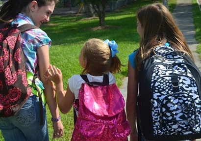 44e7704975daf 6 نصائح لشراء حقيبة مدرسية لطفلك تجنبه آلام الظهر
